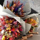 Du kan bruge vores lækre nøgleringe som budskab sammen med de fine blomster 💚🌿💐